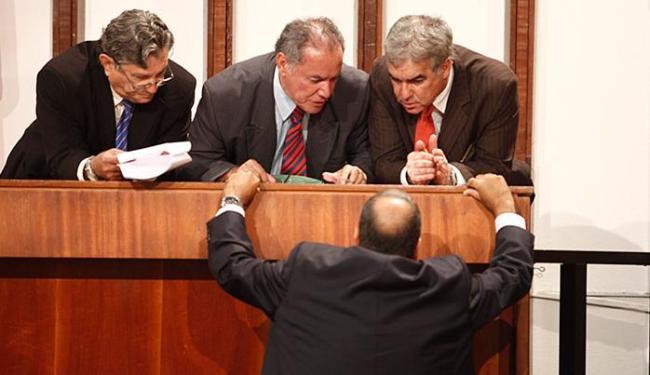 Deputados se articulam em conversa informal - Foto: Lúcio Távora l Ag. A TARDE