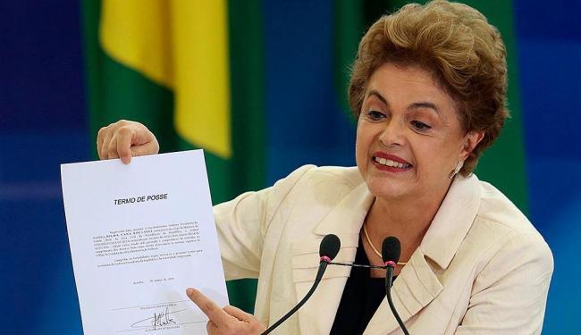 Dilma Rousseff durante a assinatura do termo de posse de Lula nesta quinta, 17 - Foto: Reuters