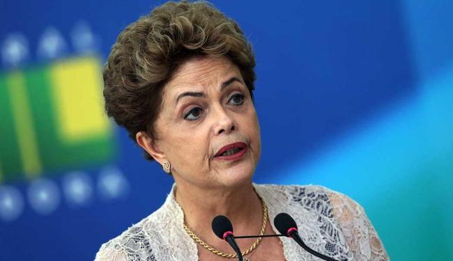 A presidenta também telefonou para Lula e disse estar solidária - Foto: AP Photo | Eraldo Peres