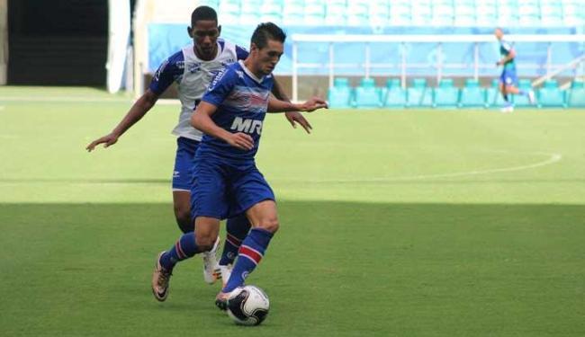 Estreante da tarde, atacante Thiago Ribeiro dispara em treino na Fonte Nova - Foto: EC Bahia / Divulgação
