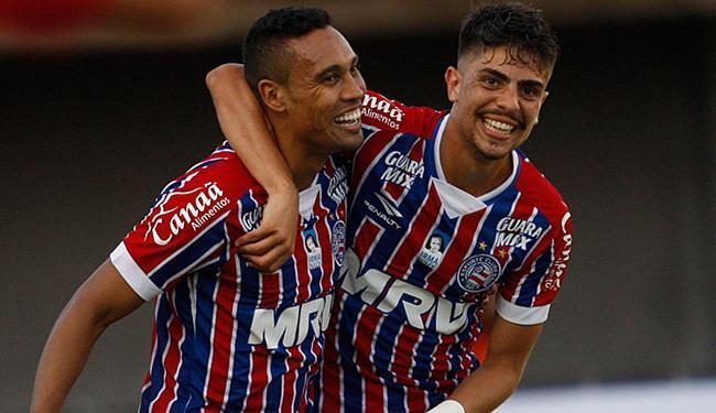 Edigar Junio (E) e Luisinho estão com a responsabilidade de fazer o Bahia retomar o caminho dos triu - Foto: Lúcio Távora | Ag. A TARDE