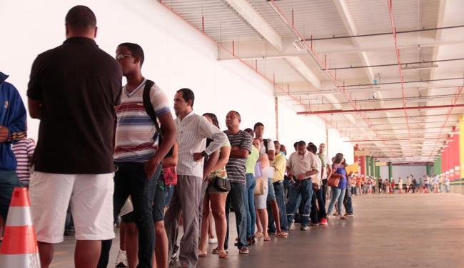 A fila de desempregados não para de crescer no Brasil - Foto: Edilson LIma   Ag. A TARDE