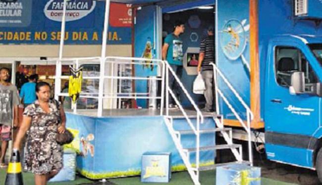 Veículo com exposição sobre desenvolvimento do Aedes ficou no Hiper Bompreço - Foto: Yuri Pastori l Ag. A TARDE