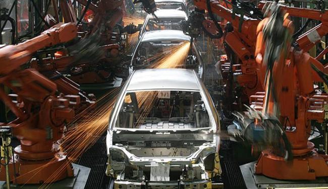 O dióxido de titânio é um dos pigmentos da composição das tintas usadas na fabricação de automóveis - Foto: AP Photo l André Penner