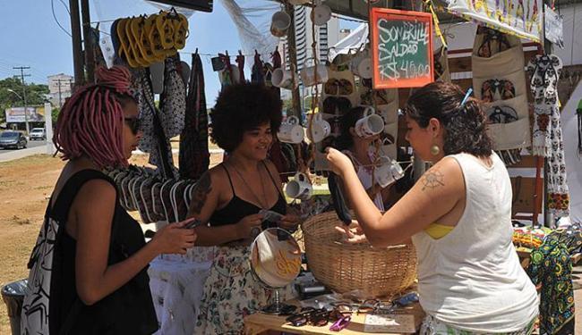O evento tem gastronomia e artesanatos - Foto: Marco Aurélio Martins l Ag. A TARDE