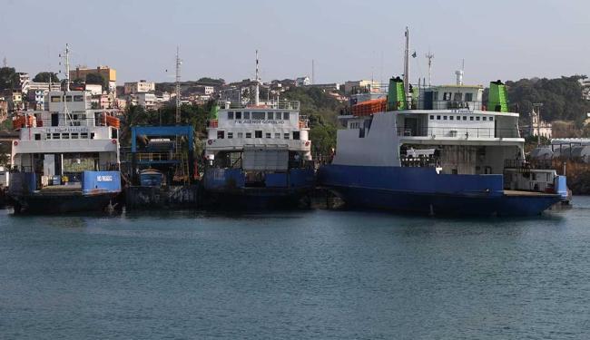 Ferry Agenor Gordilho parou de operar nesta manhã, mas seis embarcações fazem a travessia - Foto: Adilton Venegeroles | Ag. A TARDE | 26/11/2015