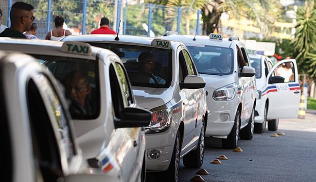 Proibição estará prevista em novo decreto que regulamentará o serviço de táxi e transportes especiai - Foto: Joá Souza l Ag. A TARDE l 12.01.2016