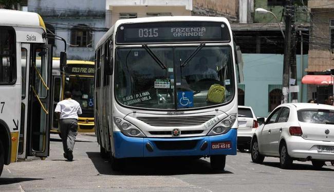 Os veículos com itinerários que vão até o fim de linha local haviam trocado de roteiro desde dia 28 - Foto: Edilson Lima   Ag. A Tarde