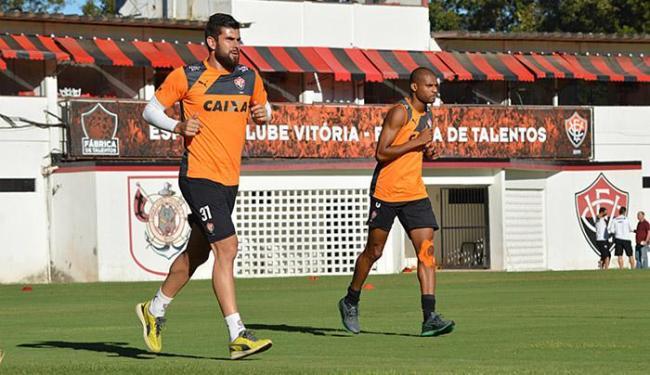 Goleiro Fernando Miguel (E) e do lateral Maicon Silva, estão praticamente recuperados de lesão - Foto: Francisco Galvão l EC Vitória