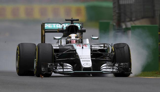 O piloto inglês da Mercedes cravou o tempo de 1min38s841 para assegurar a ponta - Foto: Jason Reed | Ag. Reuters