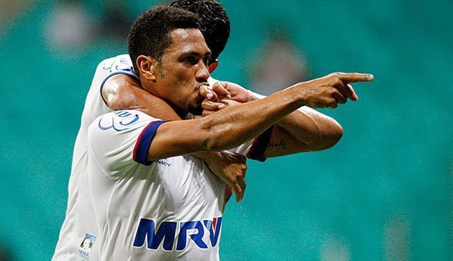 Hernane comemora após marcar pelo Bahia - Foto: Raul Spinassé l Ag. A TARDE