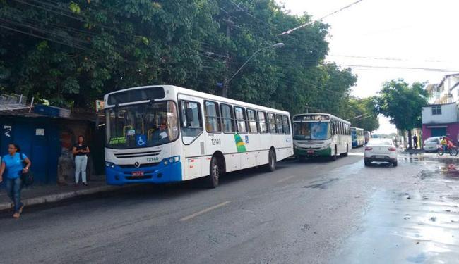 Ônibus voltaram a circular no fim de linha do IAPI na manhã desta terça--feira, 15 - Foto: Edilson Lima   Ag. A TARDE