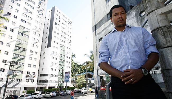 Pereira contabiliza inadimplência de cerca de 15% nos cinco condomínios que administra - Foto: Mila Cordeiro | Ag. A TARDE
