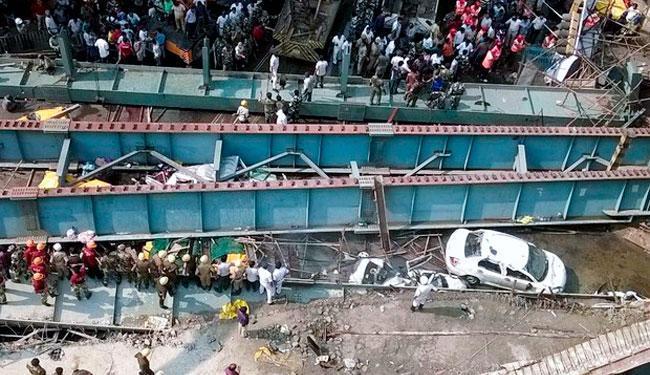 O viaduto desabou em Calcutá, no leste da Índia, nesta quinta-feira, 31 - Foto: Agência Reuters