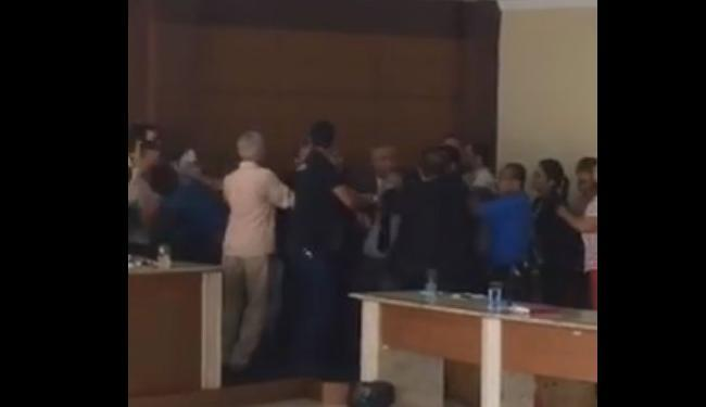 Confusão foi separada por outros vereadores da Câmara em Jacobina - Foto: Reprodução   Youtube
