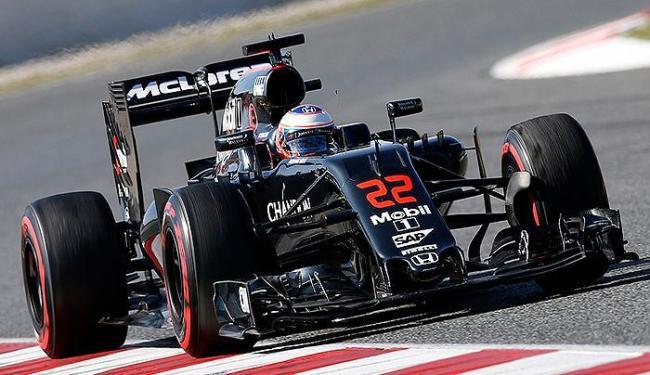 Os pilotos Jenson Button (foto) e Fernando Alonso formam a dupla mais experiente da F1 - Foto: Albert Gea l Reuters