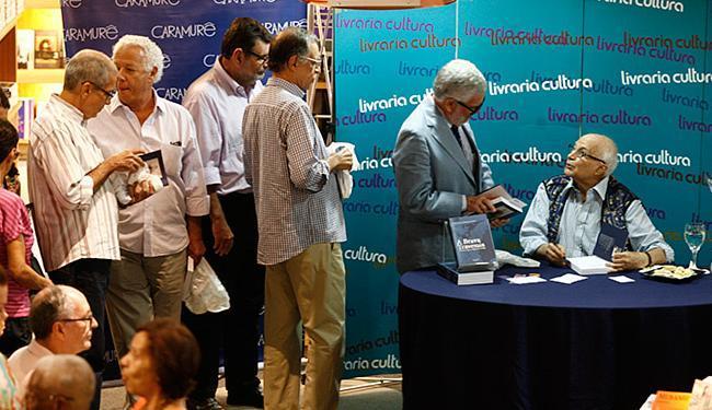 Autor lançou obra, ontem à tarde, na Livraria Cultura - Foto: Mila Cordeiro l Ag. A TARDE