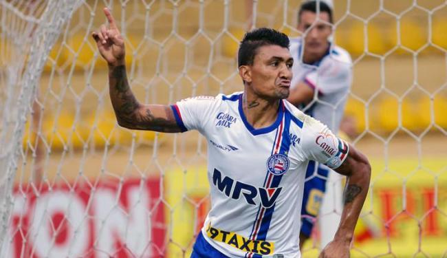 Kieza celebra um dos 35 gols que marcou pelo Bahia, de 2014 a 2015 - Foto: ALE VIANNA/ELEVEN/ESTADÃO CONTEÚDO
