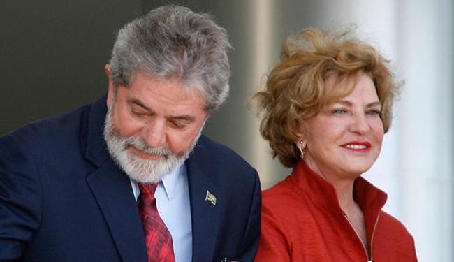 Lula e Marisa Letícia são alvos de ação da PF nesta sexta - Foto: Eraldo Peres   AP Photo