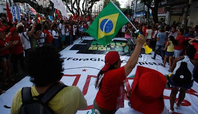 Movimentos sociais prometem ir para as ruas caso Michel Temer assuma o governo - Foto: Lúcio Távora   Ag. A TARDE