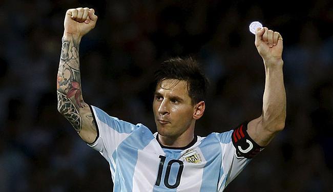 Messi comemora após marcar o segundo gol da Argentina - Foto: Enrique Marcarian l Reuters