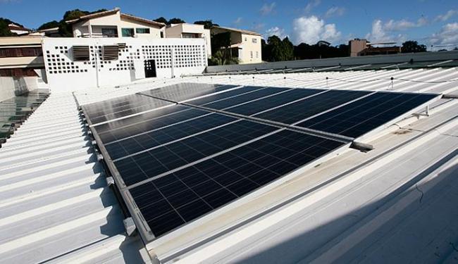 A microgeração reduz os gastos com a conta de luz para o consumidor - Foto: Mila Cordeiro l Ag. A TARDE l 10.07.2013