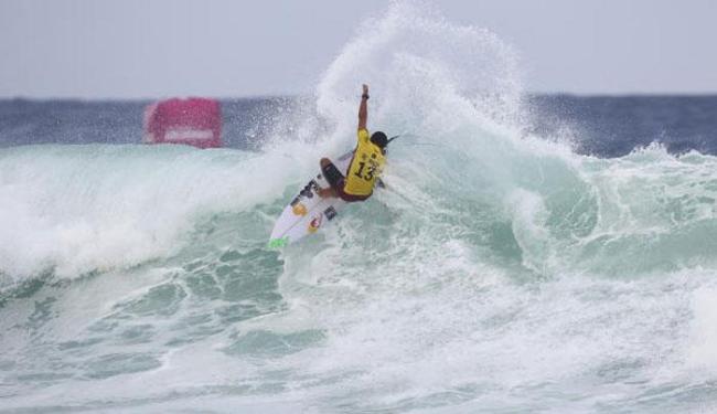 O atual campeão mundial derrotou o norte-americano Conner Coffin por 13,76 a 12,77 - Foto: Divulgação | World Surf League