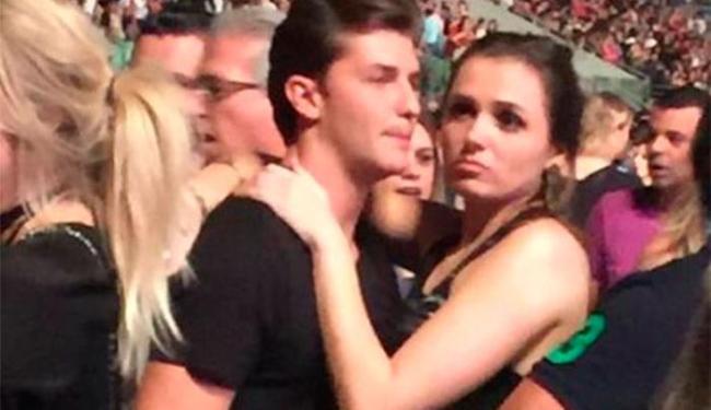 Monica e Klebber aparecem abraçados na foto - Foto: Reprodução