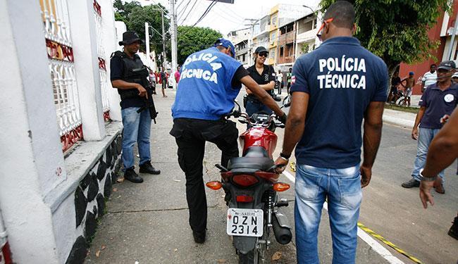 A moto da vítima já foi apreendida pela Polícia Técnica na manhã desta quinta, 3 - Foto: Edilson Lima | Ag. A TARDE