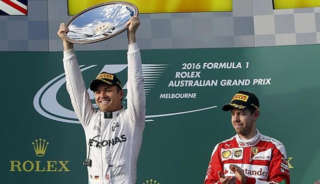 O piloto alemão da Mercedes E) abriu a temporada 2016 com vitória - Foto: Brandone Malone l Reuters