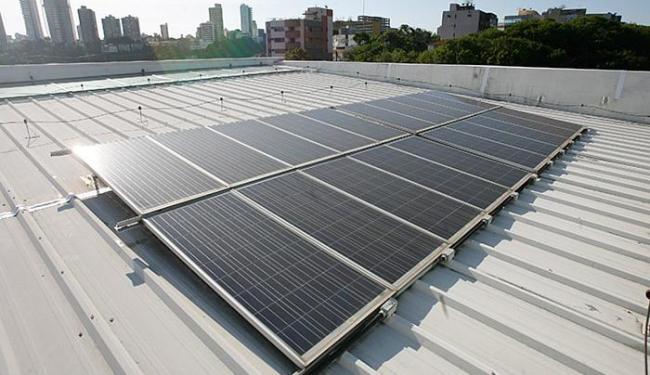 A resolução autoriza o uso de qualquer fonte renovável, como a solar e a eólica - Foto: Mila Cordeiro l Ag. A TARDE l 12.11.2015