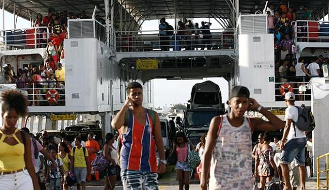 Depois da folga, vários passageiros desembarcaram em São Joaquim na volta da ilha - Foto: Mila Cordeiro | Ag. A TARDE