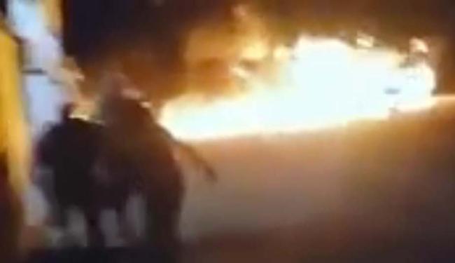 Passageiros ficaram assustados após fogo atingir ônibus em Brumado - Foto: Reprodução