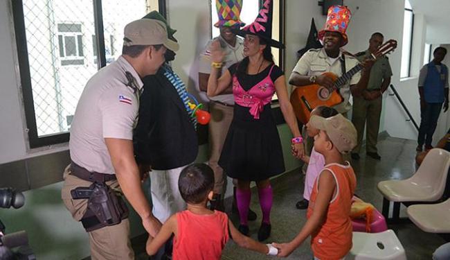 Grupo de 23 policiais desenvolve a ação voluntária em locais como hospitais, abrigos e orfanatos - Foto: Divulgação l Ascom-PM