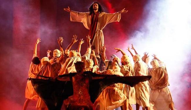 Peça 'A Paixão de Cristo' está sendo encenada pelo sexto ano consecutivo - Foto: Adilton Venegeroles | Ag. A TARDE