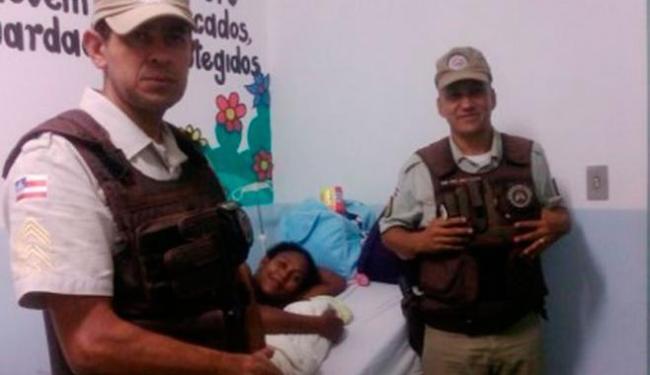 Após o parto, mãe e filho foram levados para hospital e passam bem - Foto: Divulgação | PM