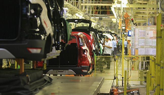 A produção, que já chegou a 220 mil veículos por ano, caiu, com a crise, para 168 mil carros/ano - Foto: Joá Souza l Ag. A TARDE l 12.12.2013