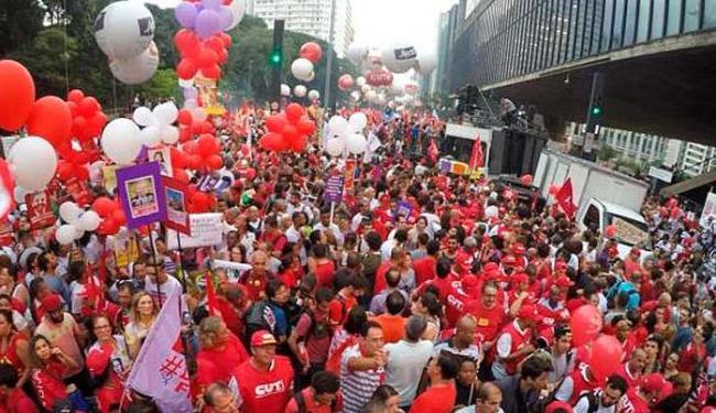 O ato reúne muitas pessoas em um clima bem descontraído e pacífico - Foto: Juca Varella/Agência Brasil