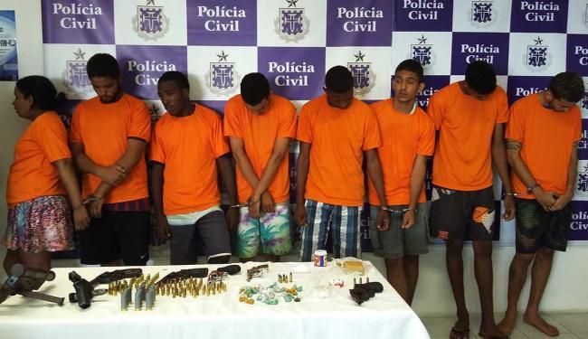 Com os suspeitos, foram apreendidos com armas, munições e drogas - Foto: Ascom | Polícia Civil