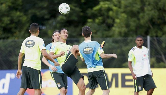 Ricardo Oliveira (C) tem quatro gols marcados em nove jogos disputados nesta temporada - Foto: Rafael Ribeiro l CBF