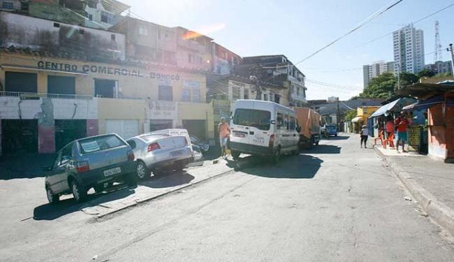 Diversos comerciante da Rua Antônio Viana pagam aos traficantes semanalmente - Foto: Margarda Neide | Ag. A TARDE