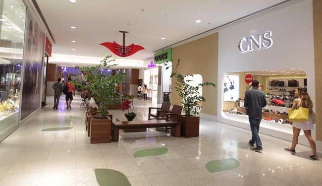 Shoppings também seguram investimentos e postergam novos empreendimentos - Foto: Lúcio Távora   Ag. A TARDE