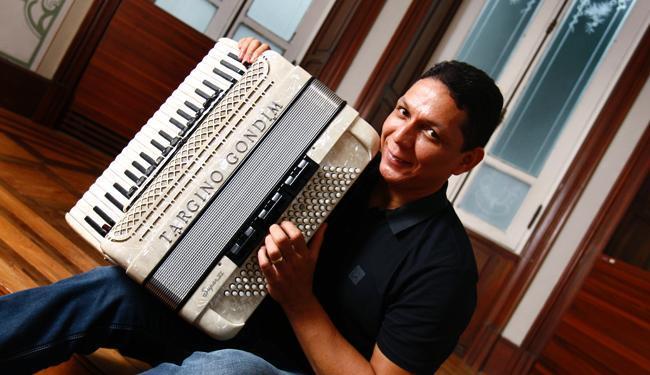 Targino apresenta o álbum em show nesta sexta-feira - Foto: Fernando Vivas   Ag. A TARDE