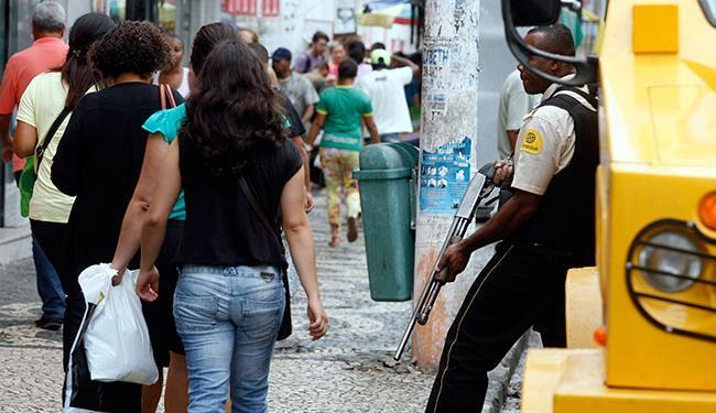 Para o cargo com mais vagas, é preciso ter curso de extensão em transporte de valores - Foto: Luiz Tito | Ag. A TARDE