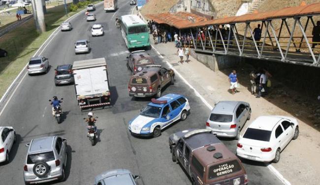 A troca de tiros resultou na morte do assaltante Lucas Bezerra Monteiro - Foto: Margarida Neide | Ag. A TARDE