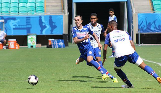 Atacante (camisa azul) participou do treino desta sexta-feira, 25, na Fonte Nova - Foto: Felipe Oliveira l EC Bahia