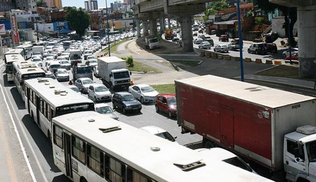 A Av. Bonocô é uma das que mais apresentam lentidão no tráfego de veículos - Foto: Margarida Neide l Ag. A TARDE l 08.03.2016