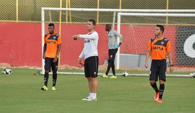 Mancini comandou atividade para os jogadores na Toca do Leão - Foto: Francisco Galvão l EC Vitória