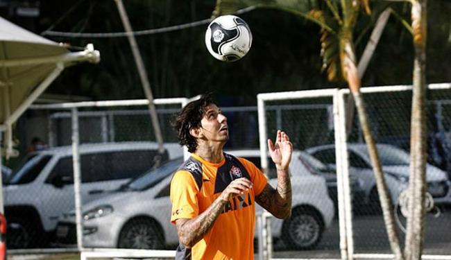 Victor Ramos já treina na Toca há quase um mês, mas não pode jogar por imbróglio contratual - Foto: Adilton Venegeroles | Ag. A TARDE