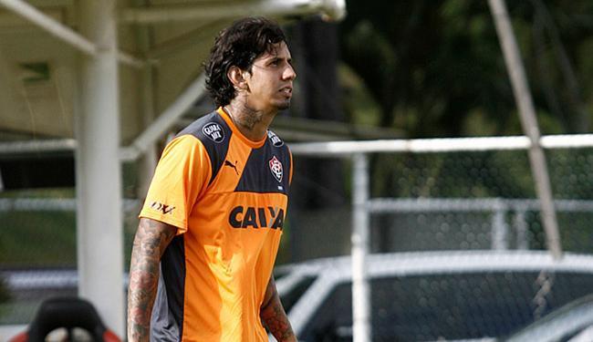 Zagueiro apenas correu em volta do campo no treino desta sexta-feira, 25 - Foto: Adilton Venegeroles | Ag. A TARDE